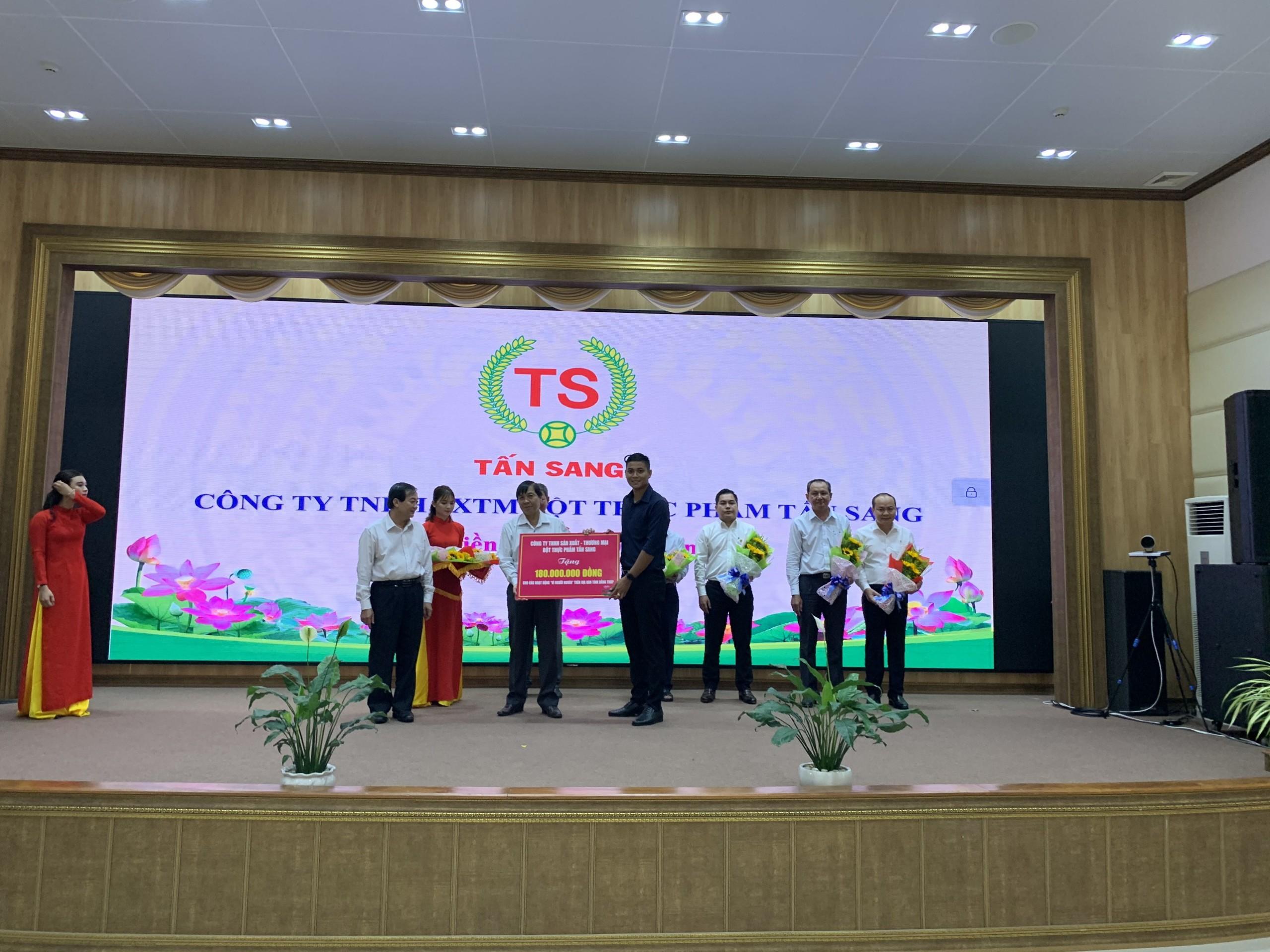 bot-thuc-pham-tan-sang-dong-hanh-cung-hoi-nghi-truc-tuyen-phat-dong-thang-cao-diem-vi-nguoi-ngheo-17-10-18-11-2019-90